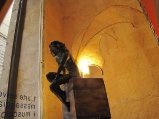 Particolare scultura lampada