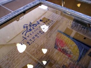 Vetrina e secondo ingresso in via Baldassare 6 • Trani